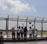 「空港の見送り、搭乗口までOKにします」国交省
