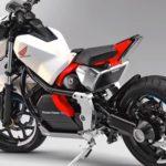 自動制御で倒れないバイク「Honda Riding Assist-e」登場!ASIMOくんの技術を応用