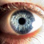 暗い所にいると眼が老化するって本当?